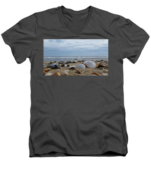 Seashells Seagull Seashore Men's V-Neck T-Shirt