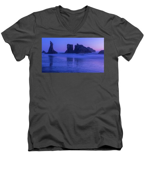 Seastack Sunset In Bandon Men's V-Neck T-Shirt