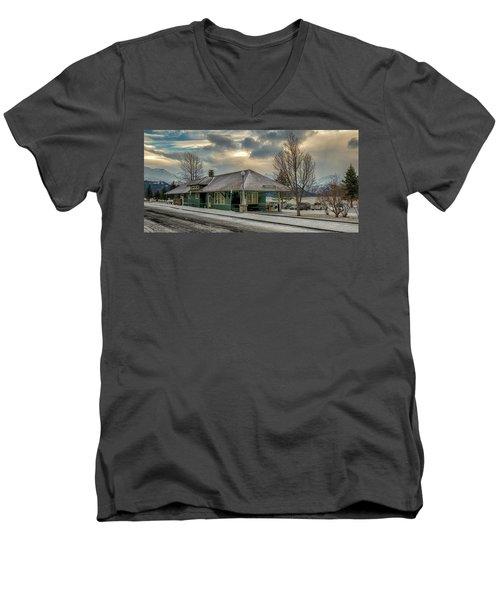 Seward Alaska 2017 Men's V-Neck T-Shirt