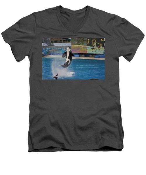 Shamu Splash Men's V-Neck T-Shirt