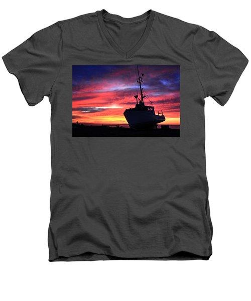 Silhouette Sunset Men's V-Neck T-Shirt