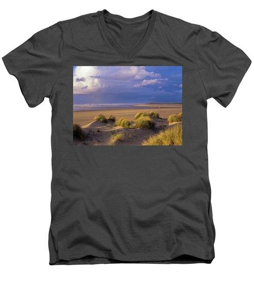 Siltcoos River Mouth Men's V-Neck T-Shirt