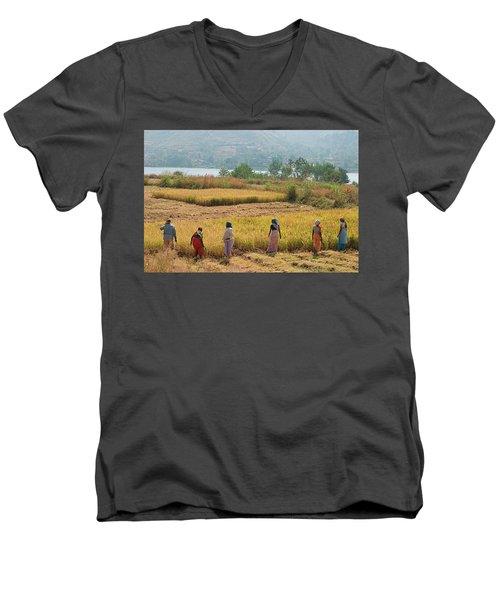 Skn 2617 Family Business Color Men's V-Neck T-Shirt