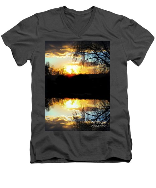 Skyfull Men's V-Neck T-Shirt