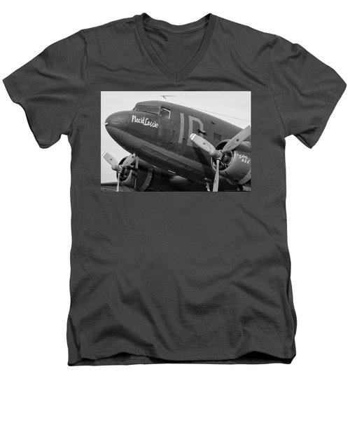 Skytrain In Black And White - 2017 Christopher Buff, Www.aviationbuff.,com Men's V-Neck T-Shirt