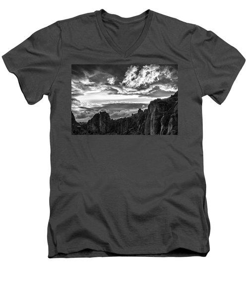 Smith Rock Skies Men's V-Neck T-Shirt