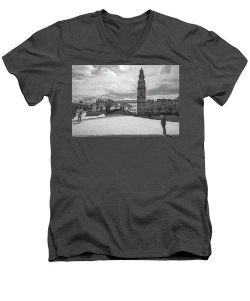 Snap 2 Men's V-Neck T-Shirt