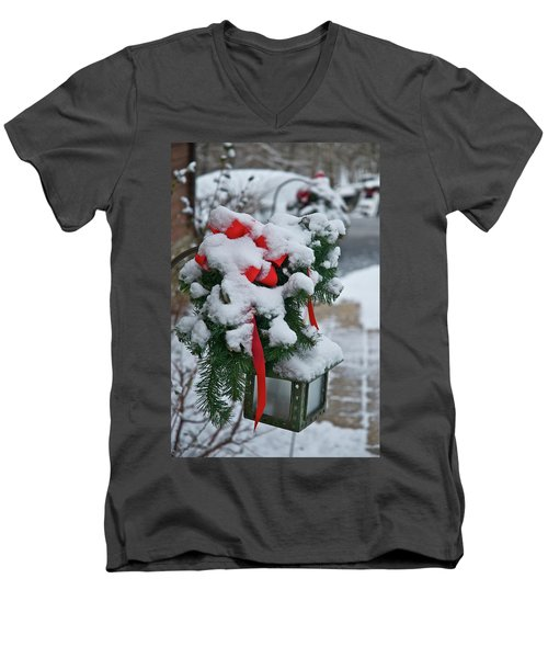 Snow Latern Men's V-Neck T-Shirt