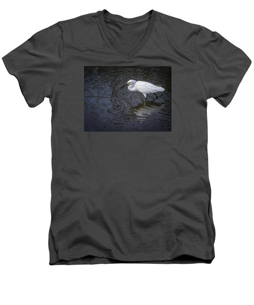 Snowy Egret Hunting Men's V-Neck T-Shirt