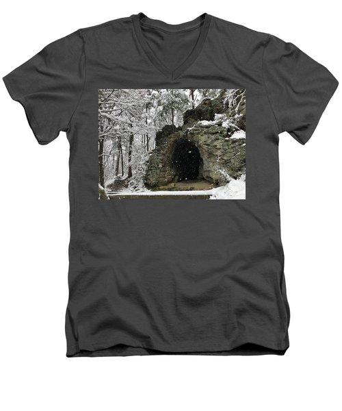 Snowy Torys Den Men's V-Neck T-Shirt