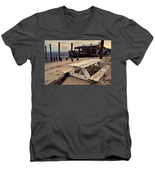 Southport Picnic Table Men's V-Neck T-Shirt