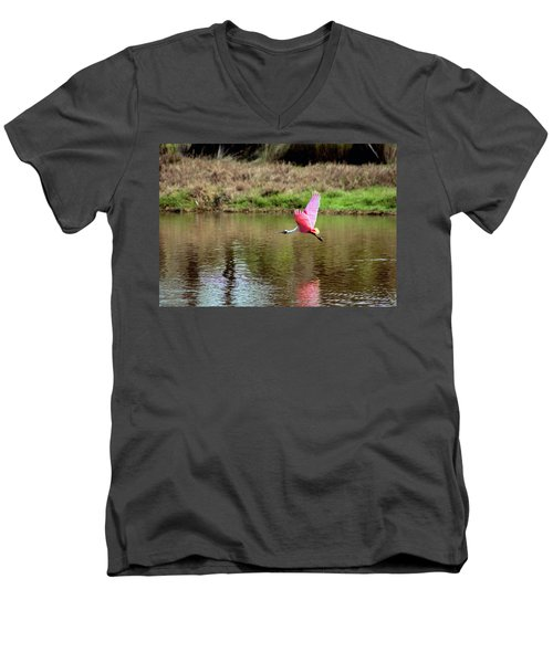 Spoonbill In Flight Men's V-Neck T-Shirt