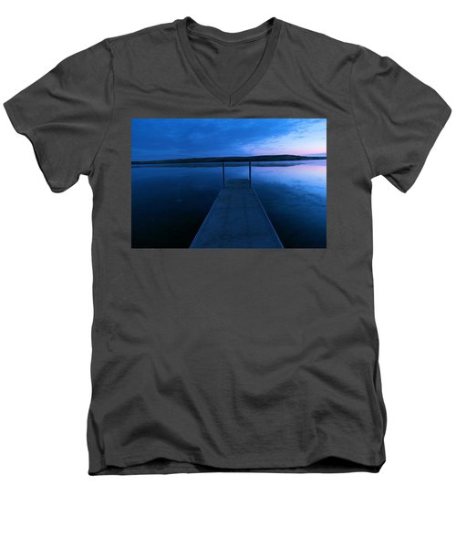 Springbrook Lake At Dawn Men's V-Neck T-Shirt