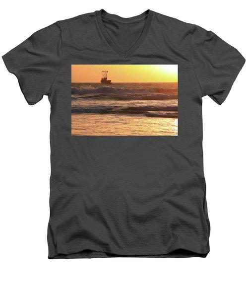 Squid Boat Golden Sunset Men's V-Neck T-Shirt