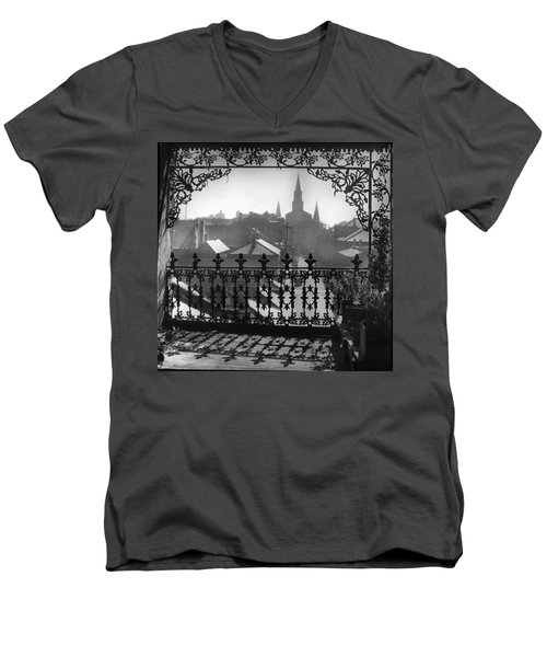 St Louis Cathedral In Frame Men's V-Neck T-Shirt