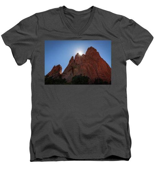 Standstone Sunburst - Garden Of The Gods Colorado Men's V-Neck T-Shirt