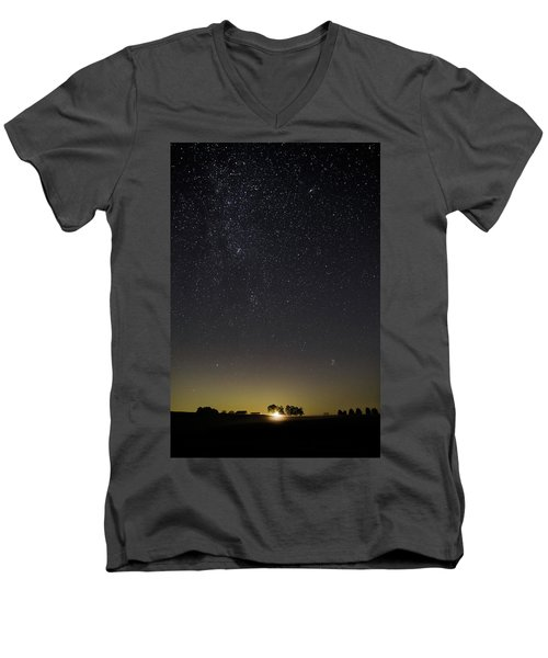 Starry Sky Over Virginia Farm Men's V-Neck T-Shirt