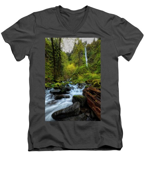 Men's V-Neck T-Shirt featuring the photograph Starvation Creek And Falls by Ryan Manuel