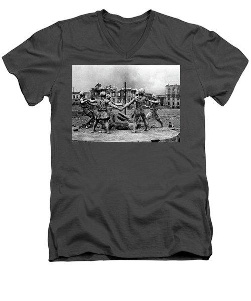 Statue Of Children After Nazi Airstrikes Center Of Stalingrad 1942 Men's V-Neck T-Shirt