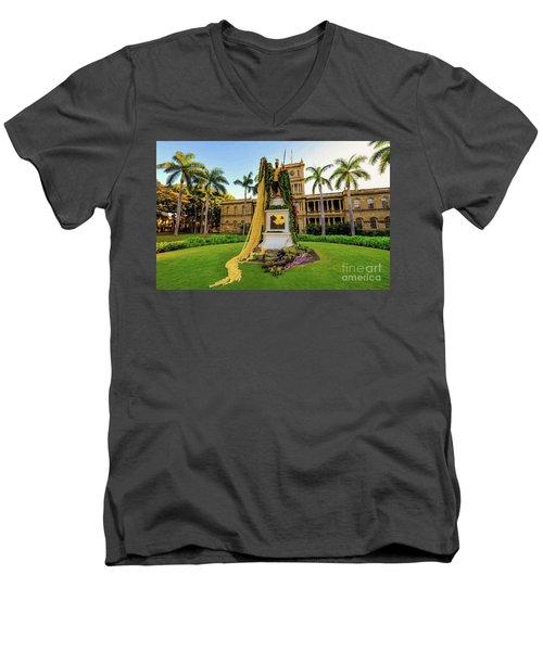 Statue Of, King Kamehameha The Great Men's V-Neck T-Shirt