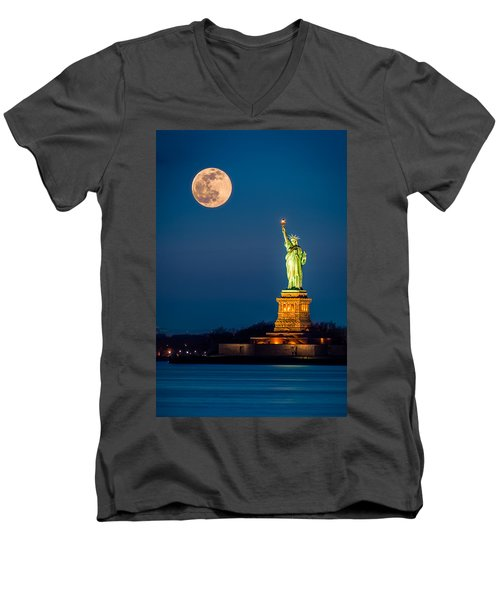Statue Of Liberty And A Rising Supermoon In New York City Men's V-Neck T-Shirt