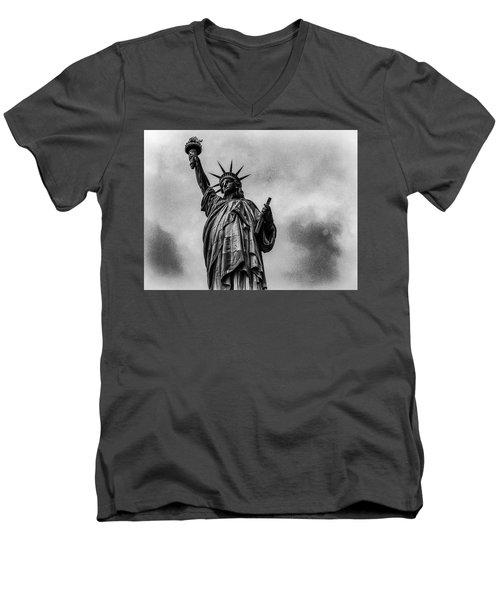 Statue Of Liberty Photograph Men's V-Neck T-Shirt