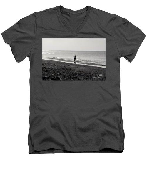 Stooping Men's V-Neck T-Shirt