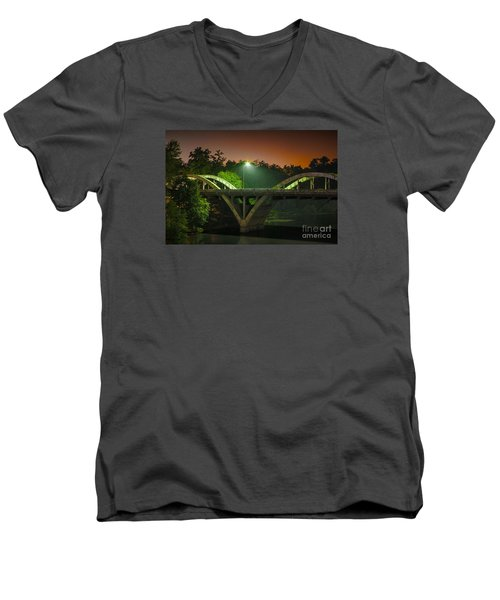 Street Light On Rogue River Bridge Men's V-Neck T-Shirt