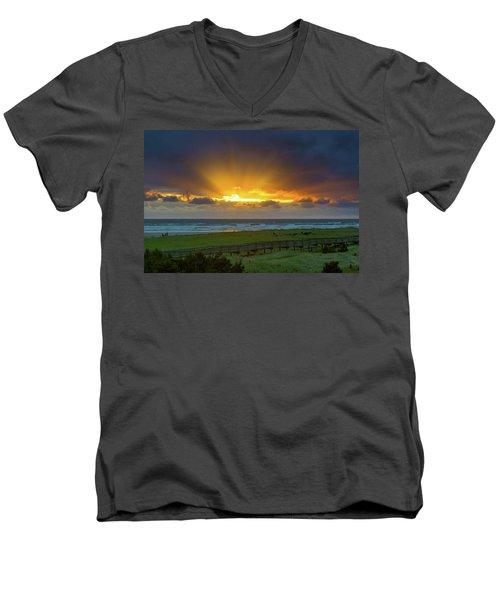 Sun Rays At Long Beach Washington During Sunset Men's V-Neck T-Shirt