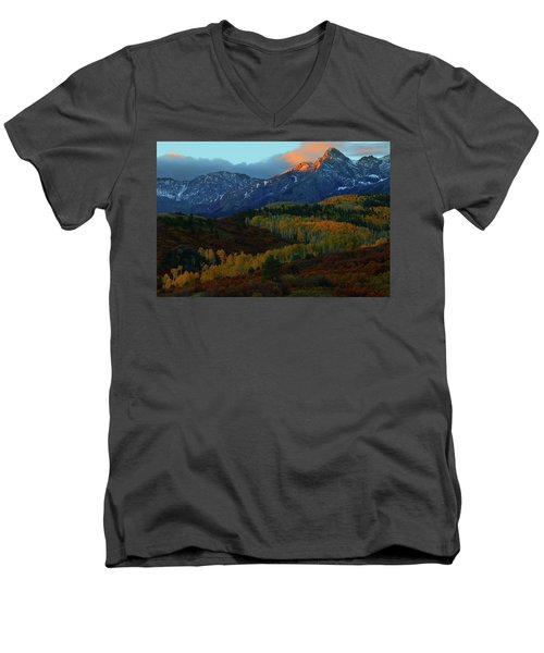 Sunrise At Dallas Divide During Autumn Men's V-Neck T-Shirt by Jetson Nguyen