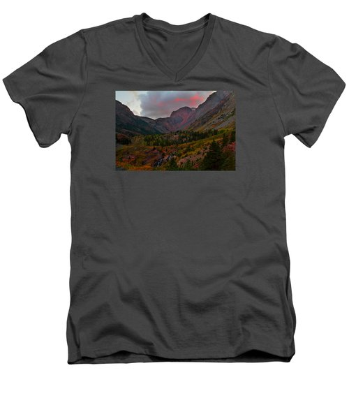 Sunset At Lundy Canyon During Autumn In The Eastern Sierras Men's V-Neck T-Shirt