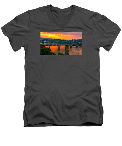 Men's V-Neck T-Shirt featuring the photograph Sunset In Chattanooga by Geraldine DeBoer
