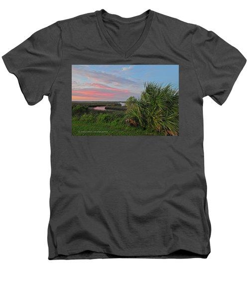 D32a-89 Sunset In Crystal River, Florida Photo Men's V-Neck T-Shirt