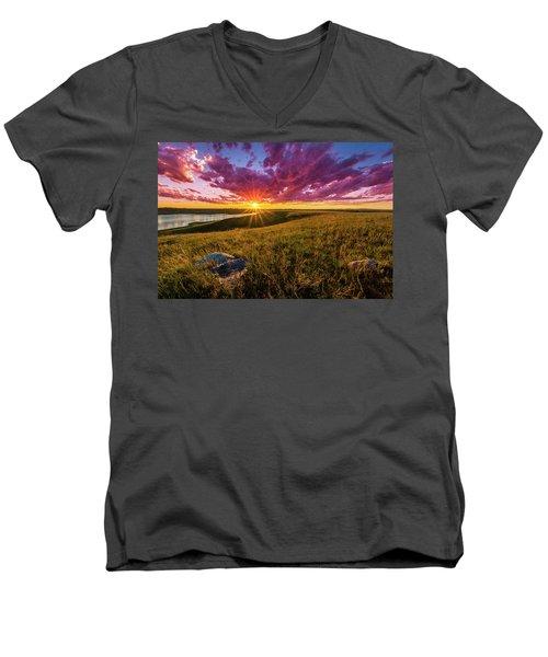 Sunset Over Lake Oahe Men's V-Neck T-Shirt