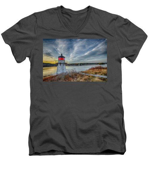 Sunset, Squirrel Point Lighthouse Men's V-Neck T-Shirt