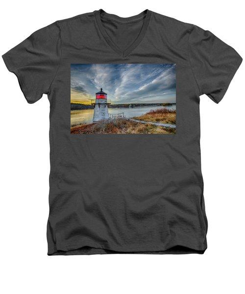Sunset, Squirrel Point Lighthouse Men's V-Neck T-Shirt