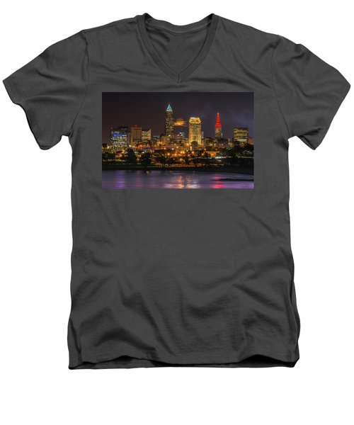Super Moon 2016 Over Cleveland Men's V-Neck T-Shirt