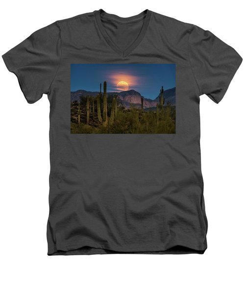 Super Moon 2018 - Wolf Moon  Men's V-Neck T-Shirt