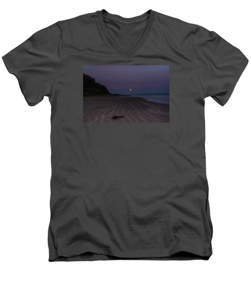Super Moon At Downhill Beach Men's V-Neck T-Shirt