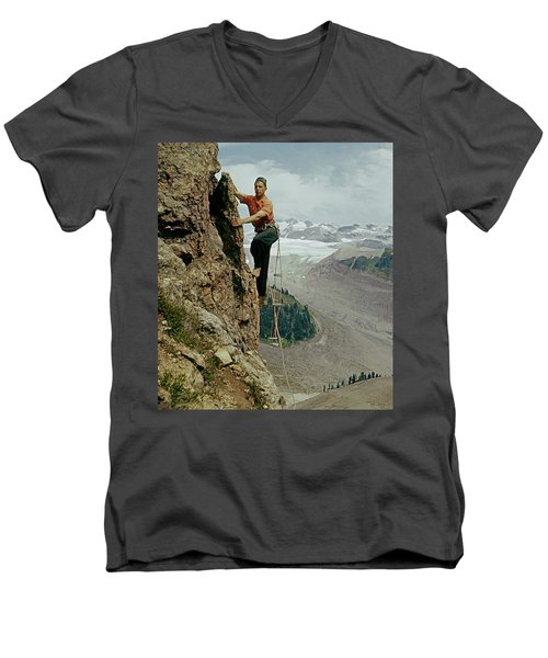 T-902901 Fred Beckey Climbing Men's V-Neck T-Shirt
