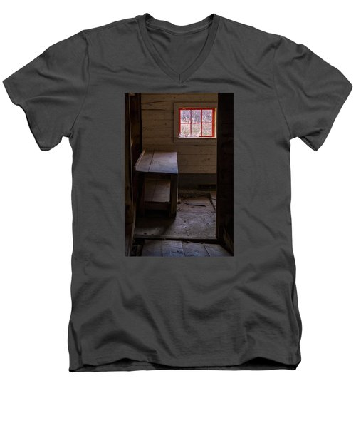 Table And Window Men's V-Neck T-Shirt