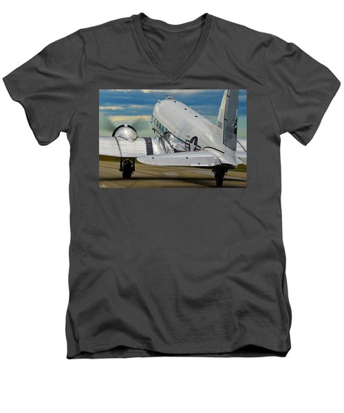 Taxiing To The Active Men's V-Neck T-Shirt