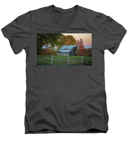 Tennessee Barn Men's V-Neck T-Shirt