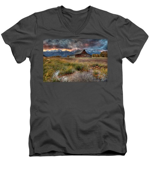 Teton Nightfire At The Ta Moulton Barn Men's V-Neck T-Shirt