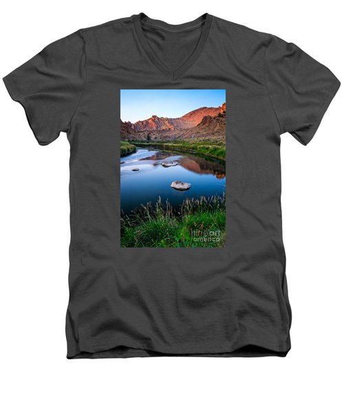 The Crooked River Runs Through Smith Rock State Park  Men's V-Neck T-Shirt