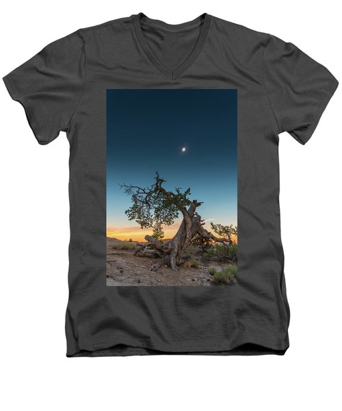The Great American Eclipse On August 21 2017 Men's V-Neck T-Shirt