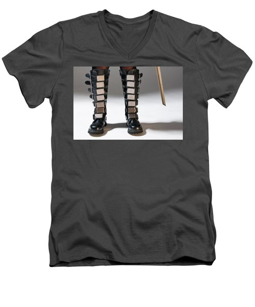 The Heroine Stands Men's V-Neck T-Shirt
