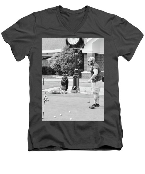 The Links To Freedom Men's V-Neck T-Shirt