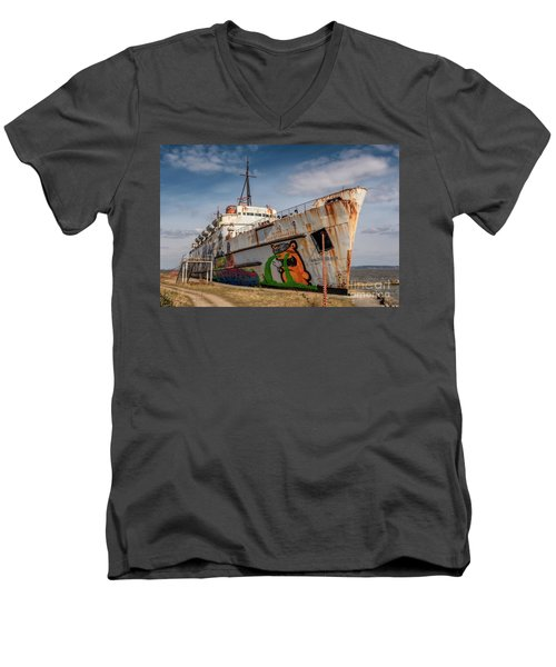 Men's V-Neck T-Shirt featuring the photograph The Old Duke by Adrian Evans
