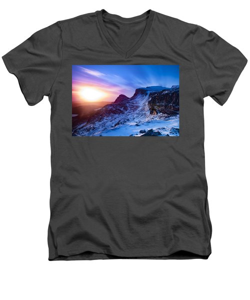 The Quiraing Men's V-Neck T-Shirt